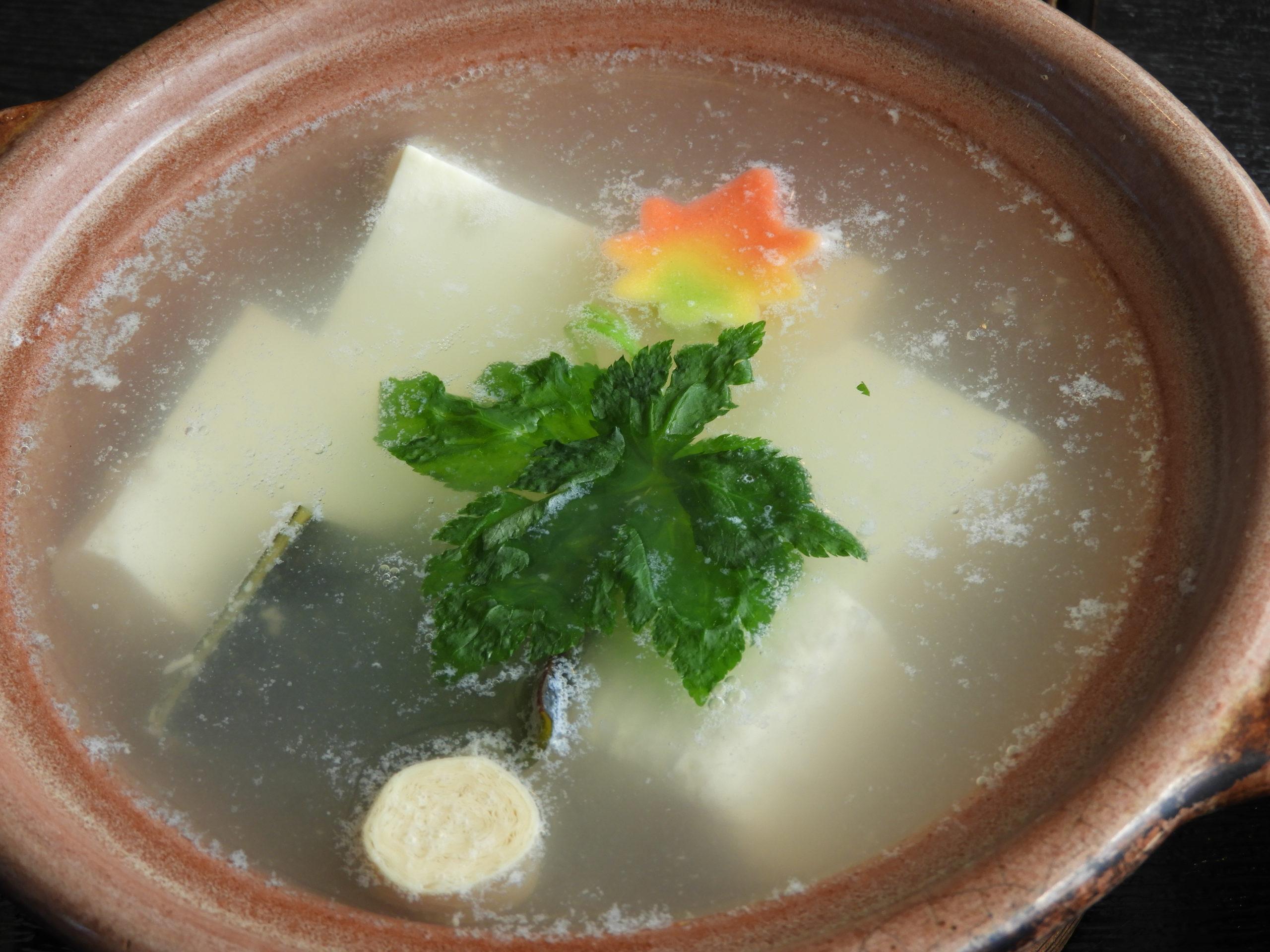【アイモバリアルグルメツアー】二条城/御所周辺エリアの湯豆腐に舌鼓を打つ